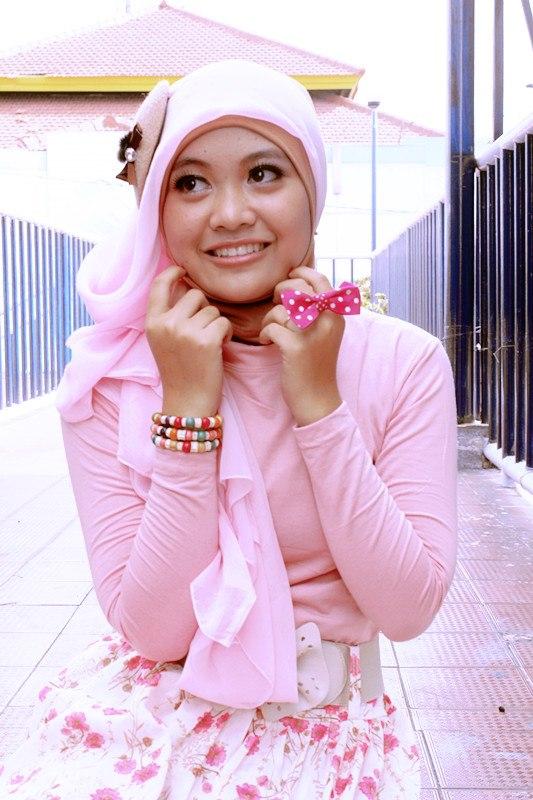 jilbab pink buah dada besar  (1)