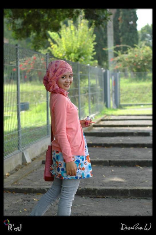 jilbab pink buah dada besar  (2)