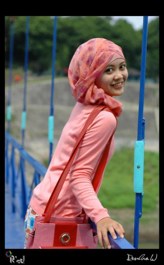 jilbab pink buah dada besar  (6)