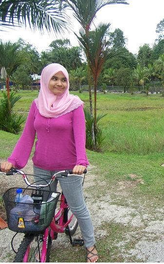 jilbab pink montok (1)