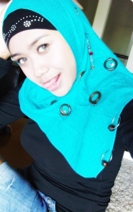 jilbab susu montok-nia (1)