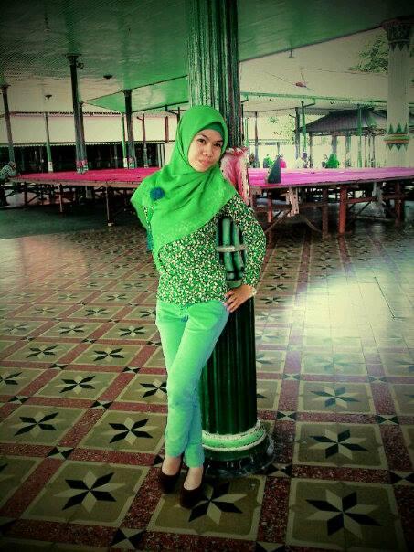 jilbab ketat montok-rizca (3)