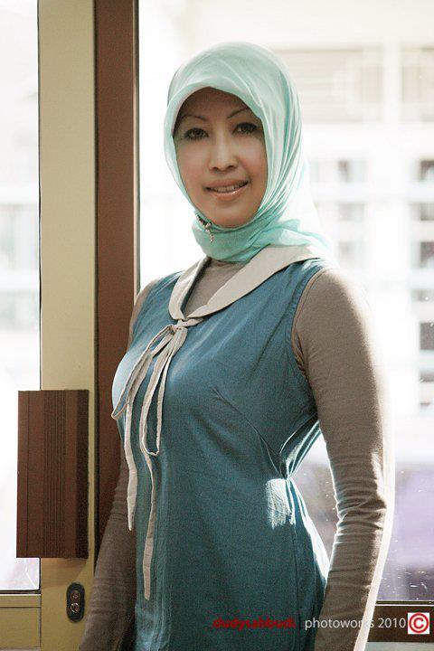 tante jilbab hot (1)