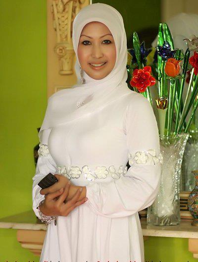 tante jilbab hot (11)