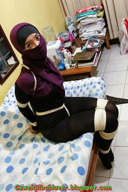 Muslim girl tied up, futanari train sex