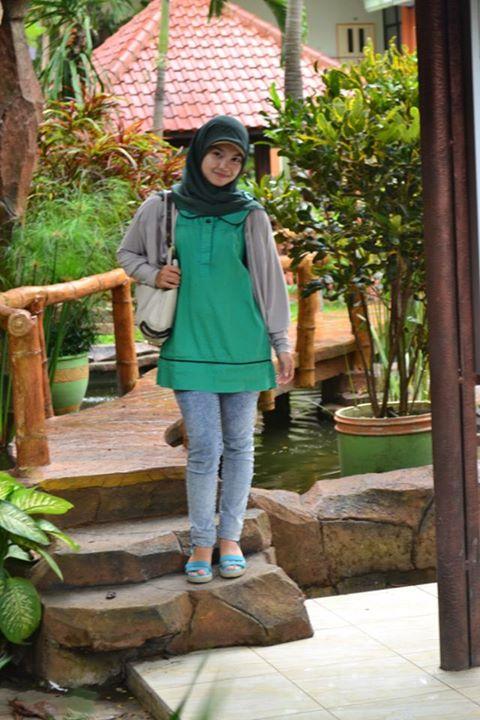 sherly faraniva - jilbab manis payudara besar (15)