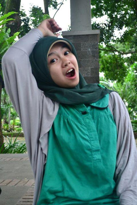 sherly faraniva - jilbab manis payudara besar (2)