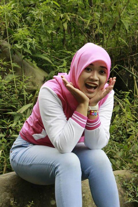 yessy ecii bokong montok jilbaber (4)
