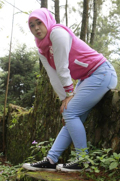 yessy ecii jilbab merangsang (11)