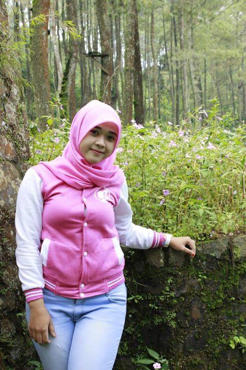 yessy ecii jilbab montok (1)