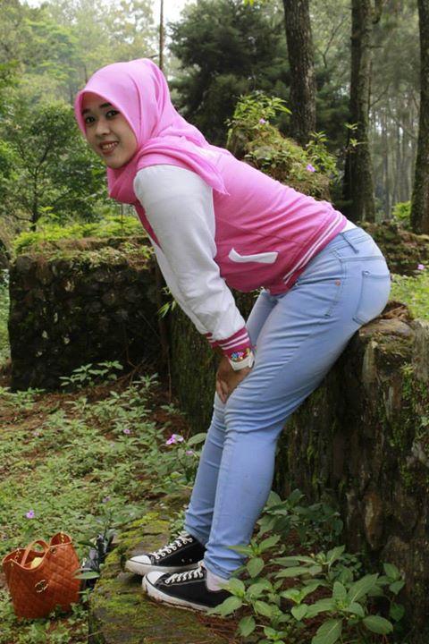 yessy ecii jilbab montok (12)