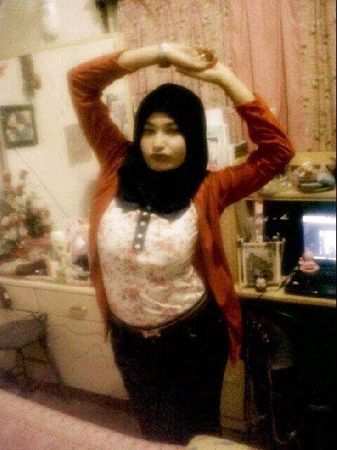 gladys jilbab horny (1)