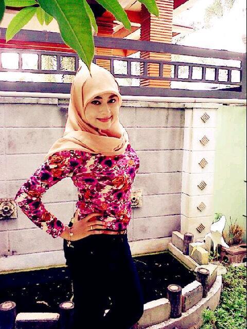 gladys jilbab horny (2)