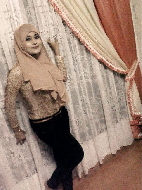 gladys jilbab horny (4)